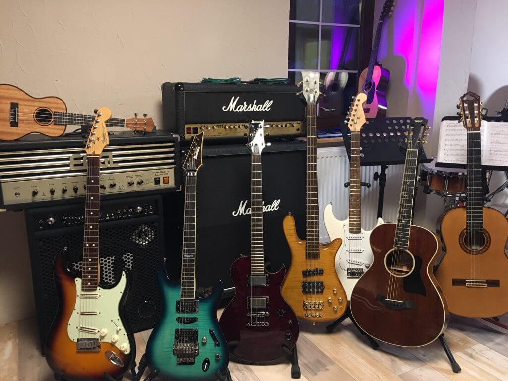 Gitarre, Bass, Ukulele spielen ...