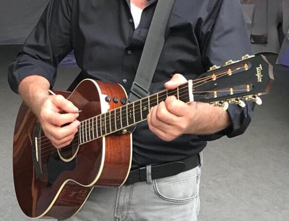 Westerngitarre Akustikgitarre Unterricht Musikschule Aalen Unterkochen Matthias Schiele